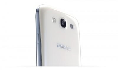 Samsung Galaxy S III - zadná stena