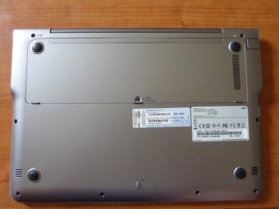 Laptop Samsung Series 5: spodná strana