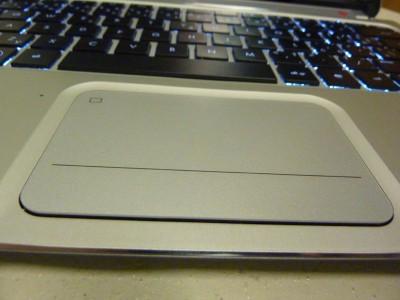 HP SPECTRE XT: touchpad má okolo zbytočný okraj, miesto neho mohol byť radšej väčší