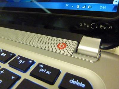 HP SPECTRE XT: klávesnica, reproduktorový pás pri kĺboch