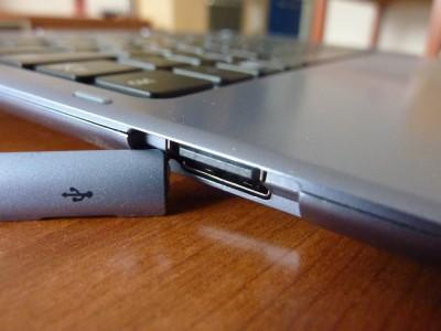 Samsung ATIV SmartPC: USB na klávesnicovom dieli