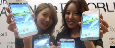 Táto fotografia tu nie je kvôli tým prístrojom. Modelky držia Samsung Galaxy Note.