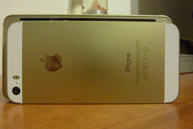 samsung-alpha-iphone-5s-zlaticka